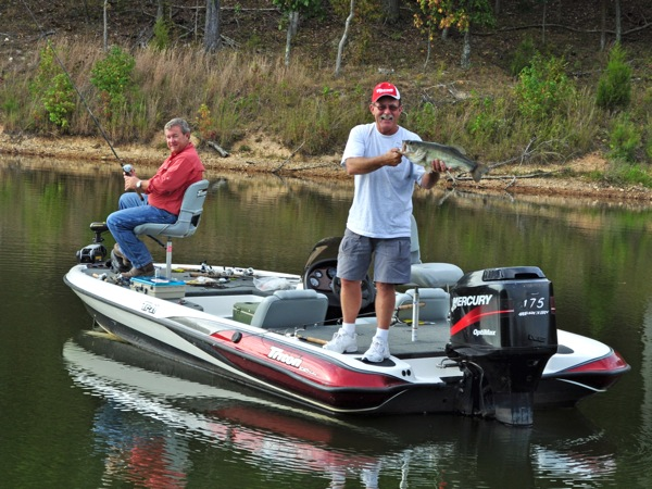 L 13 s smith wins bass boat from usa international for Bass fishing scholarships
