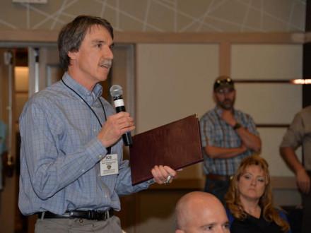 Bob Van Engelenhoven de Rocky Mountain Power, PacifiCorp, plantea un punto para que los Boilermakers, contratistas y otros empleadores lo discutan.