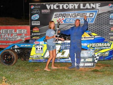 Scott Campbell, del L-83, gana el campeonato Midwest Modified Racing 2017 en el Springfield Raceway en Springfield, Missouri.