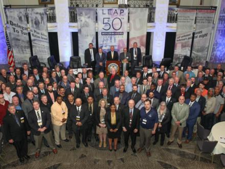 Delegados, funcionarios y personal de la sede sindical internacional en la 50ª conferencia LEAP