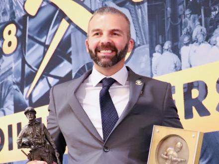 Billy Shick del Local 374 logra el primer lugar en la Competencia Nacional de Aprendizaje 2019 y en la competencia de equipos.
