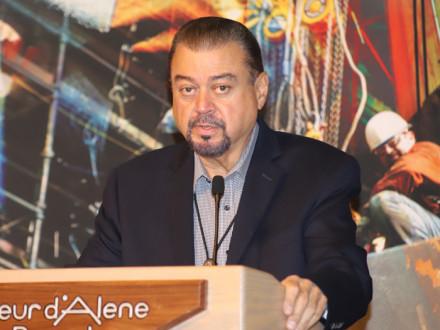 El vicepresidente internacional de los Estados Occidentales J. Tom Baca destaca la construcción de relaciones entre propietarios, contratistas y Boilermakers.