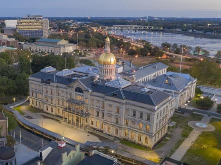 Gobernador de NJ firma histórica ley de trabajo respaldada por Boilermakers