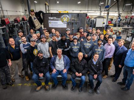 La clase de aprendizaje deHumber Collegede enero del 2020 con representantes deTIW Steel Platework Inc.