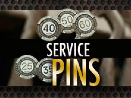 Locales otorgan insignias de servicio
