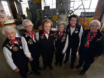 Arriba, de izquierda a derecha, están las Rosies Kay Morrison, Marian Sousa, Agnes Moore, Priscilla Elder, Marian Wynn y Phyllis Gould. Todas, a excepción de Sousa, son ex Boilermakers. Foto cortesía de Kristopher Skinner/Bay Area News Group