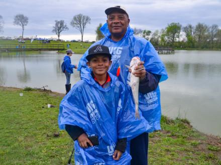 USA, UAW Local 1853 y UAW Región 8, y Tennessee Wildlife Resources Agency invitaron a más de doscientos jóvenes y sus padres a Spring Hill, Tennessee, a Take Kids Fishing Day, en Tennessee Children's Home el 13 de abril del 2019.