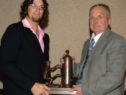 Local 146's David Pinault, l., accepts the 2008 Top Canadian Apprentice award from Award of Excellence Winner Ole Florell.