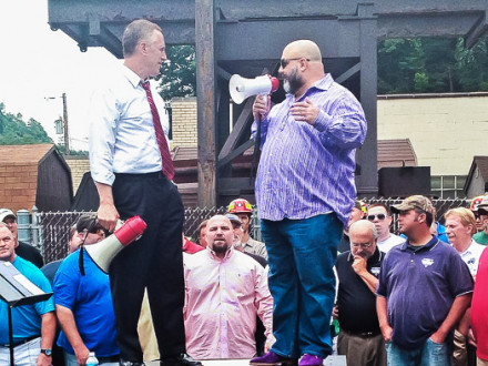 Rep. Tim Murphy (R-PA 18th), left, and L-154 BM Ray Ventrone lead a rally to save two coal plants in western Pennsylvania.