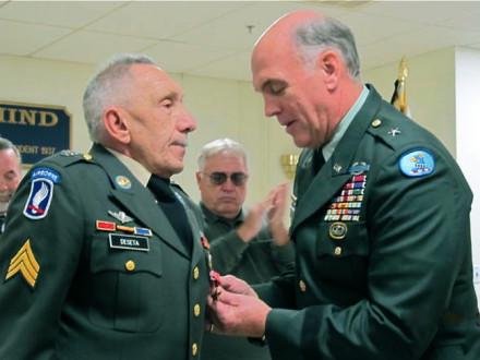 BG (RET.) TERRY WILEY pins a Bronze Star on retired L-13 member Lou DeSeta
