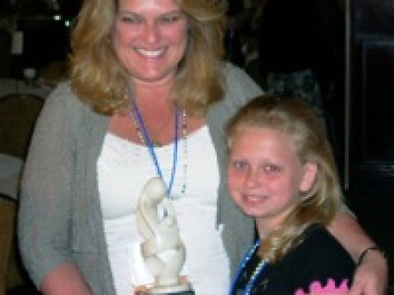 Robin DeMonaco, wife of L-433 member Charlie DeMonaco, shown here with mentee Katelyn Crowther, receives the national FYSB Outstanding Mentor Award in New Orleans, April 7.