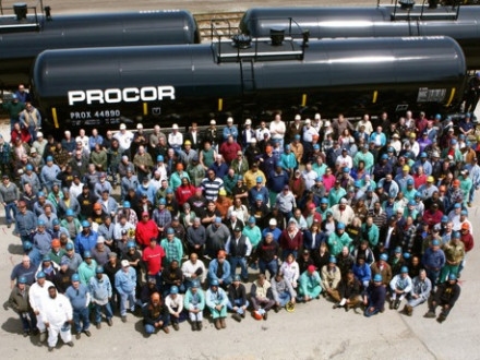 Company officials join Local 524 members in front of the last tank built at Union Tank Car in East Chicago, Ind. L-524's Rick Welton (last row at left in blue-plaid jacket) used a wireless transmitter to take this photo.
