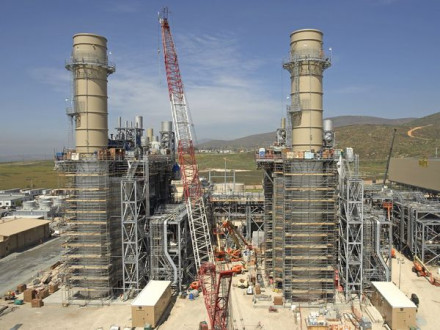 Local 92 members erect stacks in front of the HRSGs they are building at the new Otay Mesa Energy Center in Southern California.