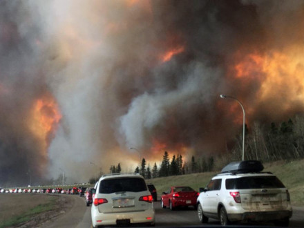 Fort McMurray residents evacuating along Highway 63 as the fire encroaches on the area.  Wikipedia/DarrenRD