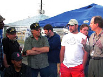 Phil Teel, pres. of Northrop Grumman Ship Systems (second from right), meets with striking workers.
