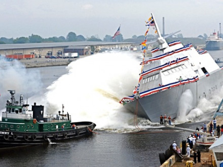 A Navy contract to build another LCS like the USS Freedom Local 696 members launched Sept. 23, 2006, will save nearly 300 Boilermaker jobs that Marinette Marine was considering for layoff. Photo courtesy Navy News Service