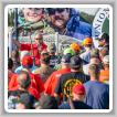 Miembros del sindicato e invitados se reúnen para el concurso de tiro a platos de arcilla USA/IBB 2017 en Lenexa, Kansas.