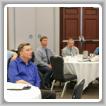 Los gerentes de negocios canadienses escuchan mientras los ponentes en una capacitación en Toronto los preparan para sus nuevas responsabilidades de logia.