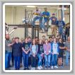 """Los aprendices del L-83 participan """"en el acto"""", construyen escalera para obra escolar"""
