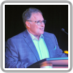 Jerry Flaherty, gerente de negocios-secretario/tesorero del L-203, da la bienvenida a los invitados a la noche de gala.