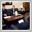 Los delegados Andy Labeck y Christopher Donahue del Local 5, Zona 5 hablan con un miembro del personal legislativo sobre la necesidad de derogar el impuesto Cadillac, durante la Conferencia LEAP 2019 en Washington, D.C.