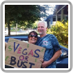Gary Parrish, un representante del L-1073, y su esposa, Christine, se preparan para su viaje de cuatro días conduciendo a Las Vegas.