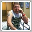 Scott Tansey, L-667 (Charleston, West Virginia), a la espera de su alta del hospital después de sufrir lesiones en la médula espinal que pusieron en peligro su vida en un accidente automovilístico.