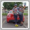 Sean Richardson, a la izquierda, y Keven Michaud, del L-73, hacen una pausa durante su viaje a través de Canadá para aumentar la conciencia acerca de la tasa de suicidios de veteranos.