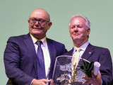 Newton B. Jones, Bank of Labor Chairman and CEO and Boilermakers International President, accepts the award from Società Cattolica di Assicurazione – Società Cooperativa President Paolo Bedoni.