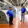Brian Crider, gerente de proyectos de Enerfab, y Dave Perkins, consultor de proyectos de Enerfab, jubilado del L-83, mantienen la energía en Columbia, Missouri.