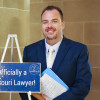 El jefe de personal Tyler Brown es juramentado en el Colegio de Abogados del Estado de Missouri.